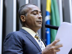 Dep. Romário (PSB-RJ) discursa no Plenário da Câmara (Foto: Diogénis Santos / Agência Câmara)