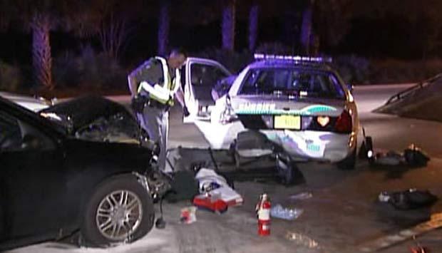 Motorista bêbado bateu na traseira de um carro da polícia. (Foto: Reprodução)