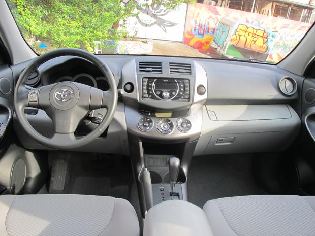 Toyota RAV4 4X2 (Foto: Milene Rios/G1)