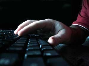 Hackers podem se aproveitar de descuidos básicos para invadir sistemas com pouca dificuldade. (Foto: Simon Stratford/Divulgação)