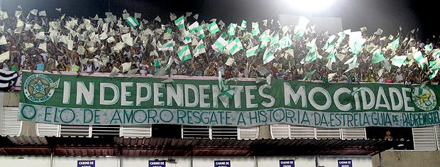 Sambódromo foi palco de diversas expressões de amor e apoio às escolas de samba (Foto: Rodrigo Vianna / G1)