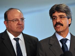 O líder do governo na Câmara, deputado Cândido Vaccarezza, e o ministro da Secretaria de Relações Institucionais, Luiz Sérgio (Foto: Antonio Cruz/AB)