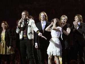 A banda canadense Arcade Fire, no Brit Awards (Foto: Reuters)