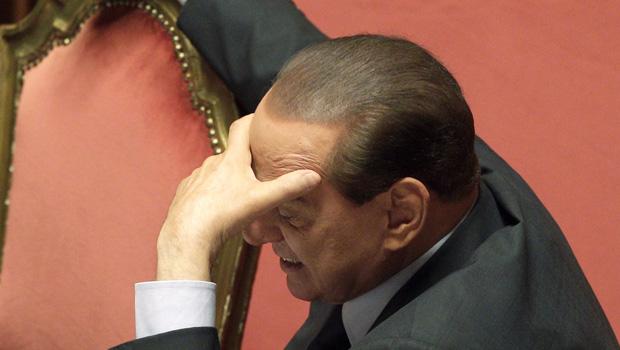 O premiê da Itália, Silvio Berlusconi, durante audiência no Senado, em 13 de dezembro de 2010 (Foto: AP)