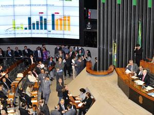 Plenário da Câmara dos Deputados durante debate sobre o novo salário mínimo (Foto: Renato Araújo/ABr)