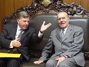 O senador José Sarney (PMDB-AP) com o presidente do Tribunal Superior do Trabalho, ministro João Oreste Dalazen, nesta terça (Foto: Jane Araújo/Agência Senado)