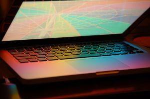 Não há problema algum em conectar teclados adicionais em um notebook. (Foto: Divulgação)