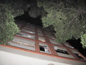 Menina caiu de quarto andar de prédio na Zona Sul (Foto: Tássia Thum/G1)