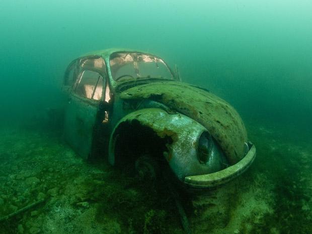 Mergulhador destroços 1 (Foto: Alexander Mustard / Solent News)