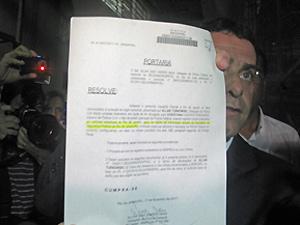 Turnowski mostra depoimento  (Foto: Tássia Thum/G1)