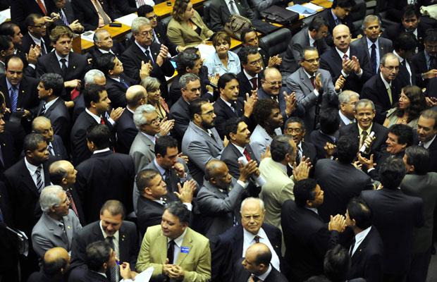 Deputados durante votação do salário mínimo na Câmara (Foto: Agência Brasil)
