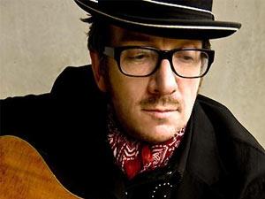 O cantor Elvis Costello (Foto: Divulgação)