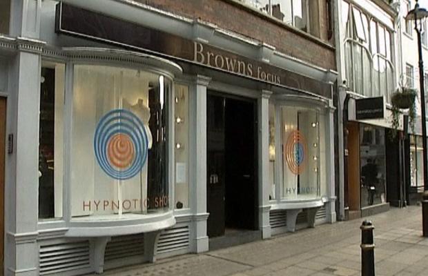 Fachada 'hipnótica' da loja Brown Focus (Foto: BBC)