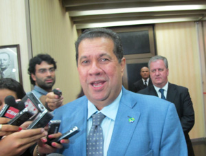 Carlos Lupi, ministro do Trabalho, após reunião em São Paulo (Foto: Mariana Oliveira / G1)