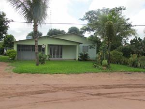 Casa na comunidade de Nova Santa Rosa. No começo, população vivia em tendas. (Foto: Ligia Guimarães/G1)
