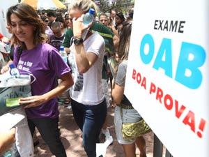 Candidatos chegam à exame da OAB em Belo Horizonte no domingo (11) (Foto: Frederico Haikal/Hoje em Dia/AE)