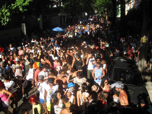 O bloco tomou a Rua Visconde de Caravelas, em Botafogo. (Foto: Bernardo Tabak/G1)