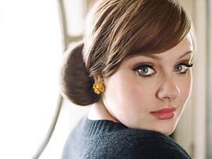 A cantora Adele, de 22 anos (Foto: Divulgação)