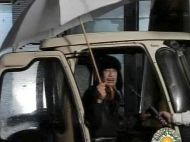Muammar Kadhafi em imagem divulgada pela TV estatal líbia, na manhã de terça (22) no horário local (Foto: AP)