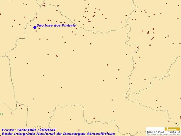 Os pontos vermelhos indicam a ocorrência de raios em São José dos Pinhais, município da Região Metropolitana de Curitiba, onde um homem morreu, nesta terça-feira (22), após ser atingido por descarga atmosférica. Na área de São José dos Pinhais, foram contabilizados 46 raiso entre 13h e 17h.  (Foto: Simpepar)
