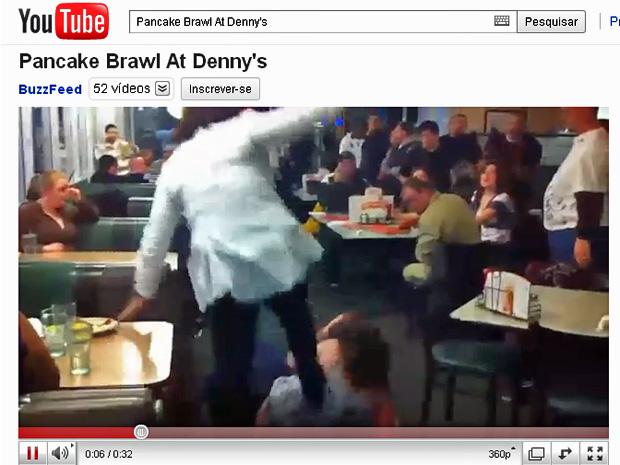 Briga por panquecas no restaurante Denny´s. (Foto: Reprodução/YouTube)