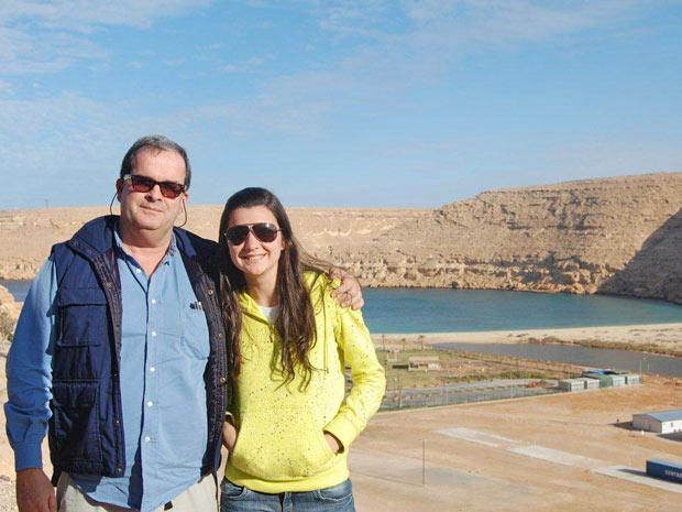 Roberto Roche Moreira vive há mais de dois anos na Líbia com a família (Foto: Arquivo pessoal/BBC)