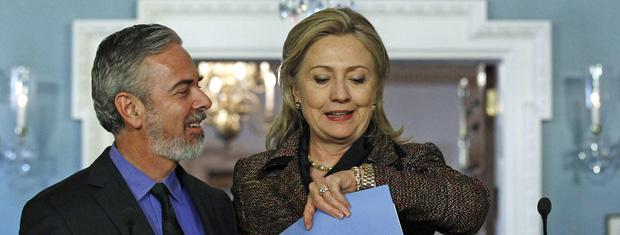 O chanceler brasileiro, Antonio Patriota, e a secretária de Estado dos EUA, Hillary Clinton, nesta quarta-feira (23) em Washington (Foto: Reuters)