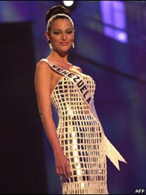 Eva Ekvall representando a Venezuela no Miss Universo em 2001 (Foto: AFP)