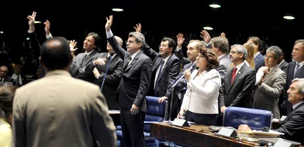 Senadores durante votação da proposta de salário mínimo na sessão desta quarta-feira (23)  (Foto: Moreira Mariz/Agência Senado)