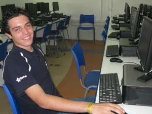 Alexandre Pietro Carchio faz informática, mas sonha com publicidade (Foto: Fernanda Nogueira/G1)