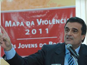 O ministro da Justiça, José Eduardo Cardozo lança o Mapa da Violência 2011 – Os Jovens do Brasil (Foto: Marcello Casal Jr /ABr)