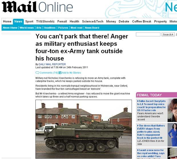 Vizinhos reclamam que tanque ocupa vagas de estacionamento na rua. (Foto: Reprodução/Daily Mail)