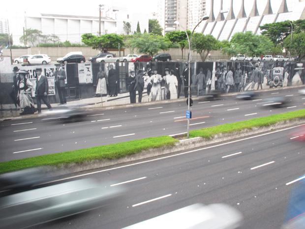 Mural com cenas de São Paulo na década de 1920 (Foto: Paulo Toledo Piza/G1)
