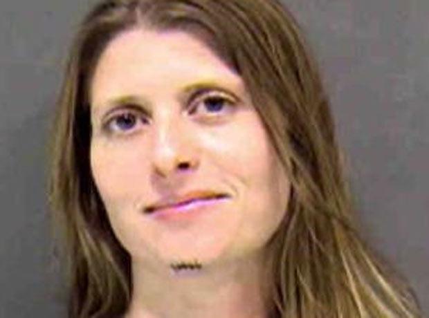 Traci Batcher foi presa após striptease em bar. (Foto: Reprodução)