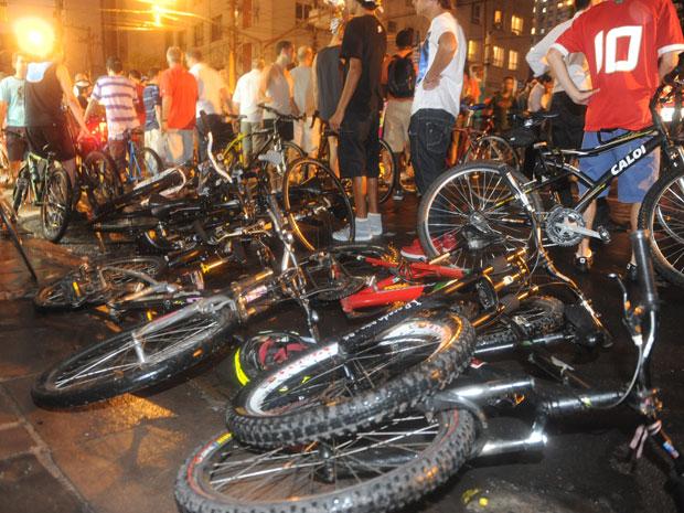 Doze ciclistas foram levadas ao Hospital de Pronto Socorro (Foto: Ricardo Duarte/Agência RBS)