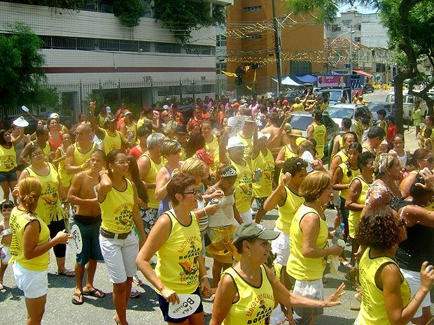loco carnavalesco Fala Bobagem agitou diversos foliões, durante a tarde deste domingo (27) (Foto: Renata Santos / G1)
