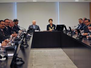 A presidente Dilma Rousseff durante reunião, em Brasília, com os líderes de partidos da base aliada da Câmara (Foto: Antonio Cruz/AB)