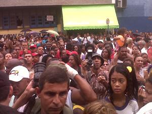 Movimentao em frente a hotel em Caxias (Foto: Carolina Lauriano/G1)