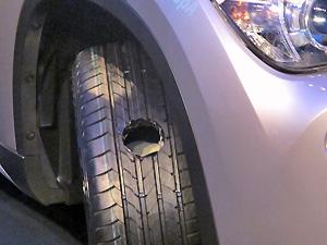 Tecnologia RunOnFlat permite rodar 80km com pneu furado (Foto: Gabriel dos Anjos/G1)
