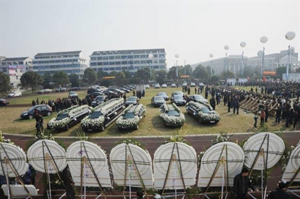 Bilionário usou frota com oito limusines Lincoln e outros carros de luxo. (Foto: AFP)