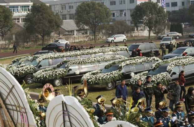 Funeral foi realizado nesta sexta-feira (4) em Wenling. (Foto: AFP)
