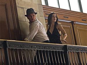 Matt Damon e Emily Blunt em cena de 'Os agentes do destino', que chega ao Brasil só em abril (Foto: Divulgação)