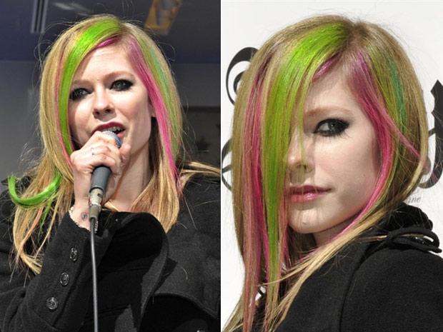 Com os cabelos pintados de verde e pink, a cantora canadense Avril Lavigne foi a uma loja da grife Gap, no distrito de Ginza, em Tóquio, para lançar uma linha de jeans que ajudou a criar para a marca. No país, a cantora de 26 anos também aproveita para divulgar seu novo álbum, 'Goodbye lullaby', que chegou às lojas oficialmente na última quarta-feira. (Foto: Kazuhiro Nogi/AFP)