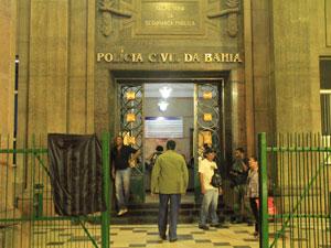 Prédio do conjunto de delgacias no Centro de Salvador na noite desta quinta-feira (Foto: Divulgação/João Franco/Agência Edgar de Souza)