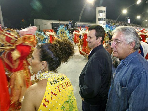 Kassab e Guilherme Afif Domingos acompanham desfiles do grupo especial (Foto: Fábio Arantes /Secom)