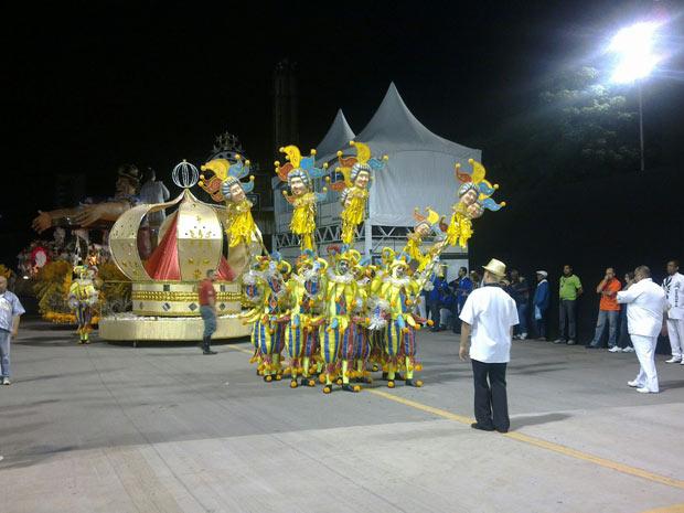 Torcida Jovem Santista começa seu desfile no Anhembi (Foto: Juliana Cardilli/G1)