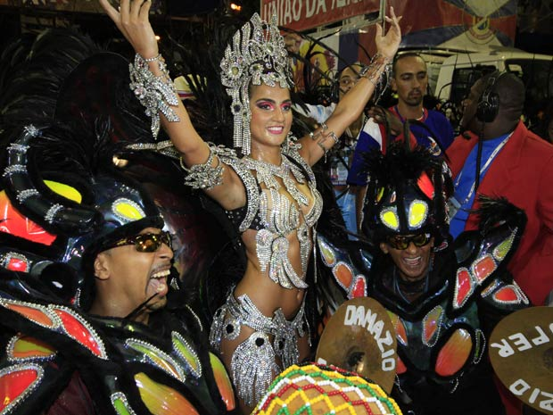 Bruna Bruno é a rainha de bateria da União da Ilha (Foto: Lucíola Villela/G1)
