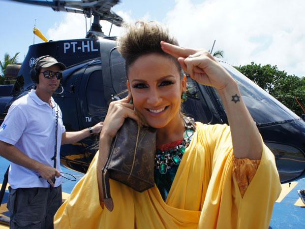 Claudia vai de helicóptero para o circuito da folia, em Salvador (Foto: Glauco Araújo/G1)