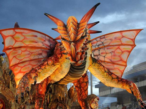 Detalhe de carro abre-alas da Dragões da Real, que fechou desfiles (Foto: Paulo Toledo Piza/G1)