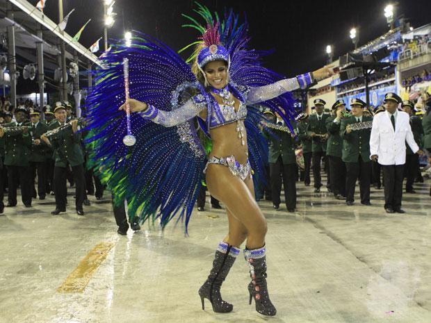 Renata Santos, rainha da bateria (Foto: Lucíola Villela/G1)